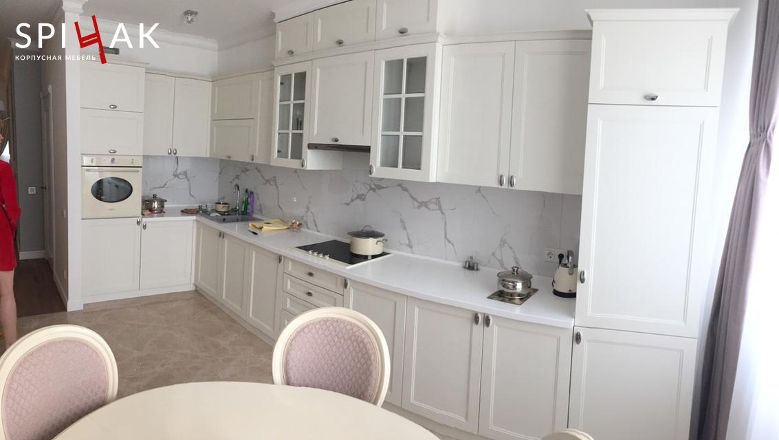 Кухня в классике с фасадами МДФ краска