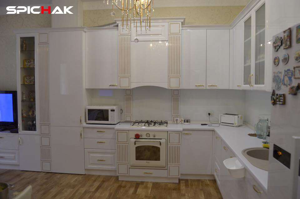 Кухня модерн с элементами классики